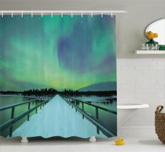 Karlı Köprü ve Gökyüzü Duş Perdesi Kuzey Işıkları