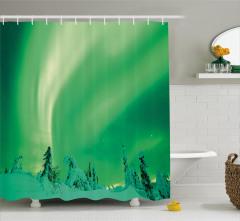 Karlı Ağaçlar ve Gökyüzü Duş Perdesi Kuzey Işıkları