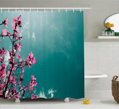 Pembe Çiçekler ve Gökyüzü Duş Perdesi Dekoratif Şık