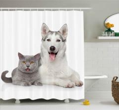 Dilleri Dışarıda İki Kafadar Duş Perdesi Kedi Köpek
