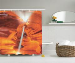 Kanyon Manzaralı Duş Perdesi Turuncu Yansıyan Işık