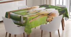 Sevimli Islak Köpekler Temalı Masa Örtüsü Yeşil