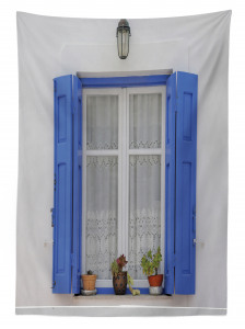 Mavi Pencere Temalı Masa Örtüsü Çiçekli Ahşap