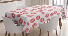 Beyaz Masa Örtüsü Kırmızı Ruj İzi Etkili Şık Tasarım