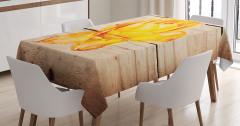 Şık Sarı Gül Desenli Masa Örtüsü Ahşap Arka Planlı