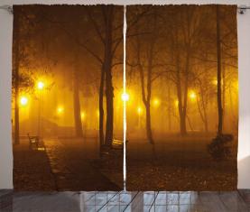 Nebeliger Abend im Park Vorhang