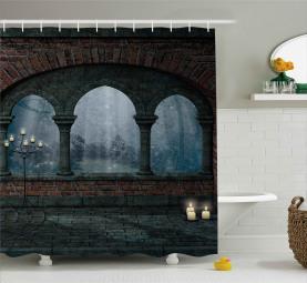 Mittelalterliches Schloss in der Nacht Duschvorhang