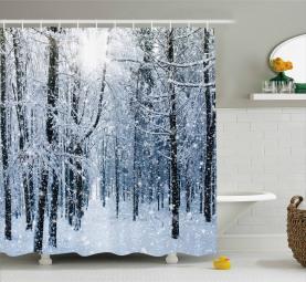 Schnee bedeckte Wald Duschvorhang