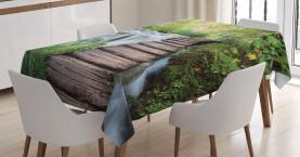 Stream im grünen Dschungel Tischdecke