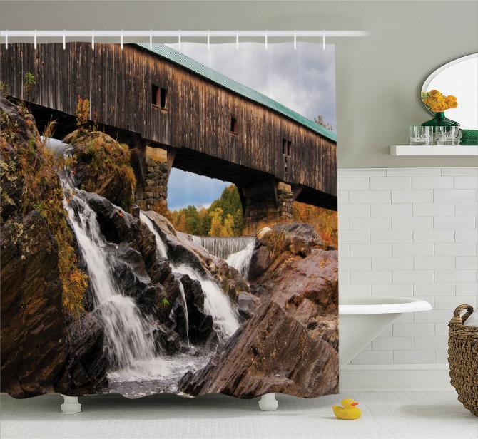 Çağlayan Manzaralı Duş Perdesi Eski Ahşap Köprü