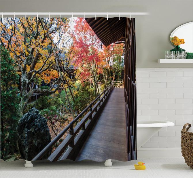 Sonbahar Bahçesi Manzaralı Duş Perdesi Ahşap Köy Evi