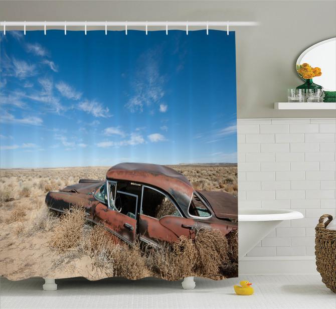 Nostaljik Duş Perdesi Çölde Terk Edilmiş Paslı Araba