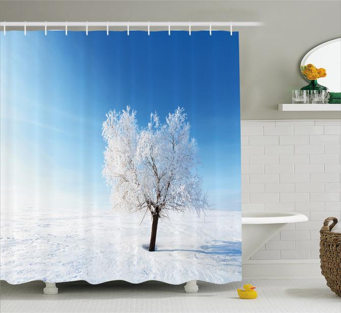 Beyaz Duş Perdesi Yalnız Ağaç Manzaralı Kış Mavi