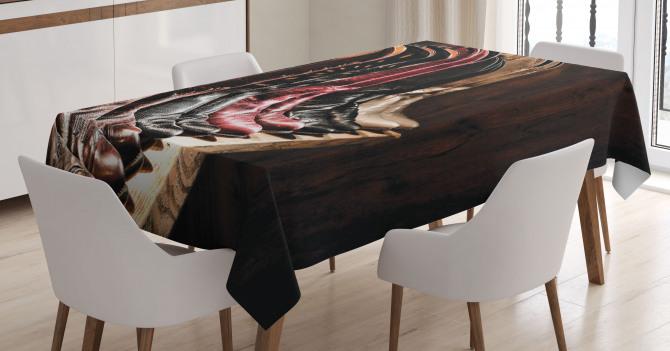 Kovboy Çizmeleri Temalı Masa Örtüsü Kahverengi Ahşap