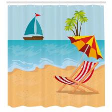 Ada Duş Perdesi Denizdeki Tekne ve Plajdaki Şezlong ile Şemsiye