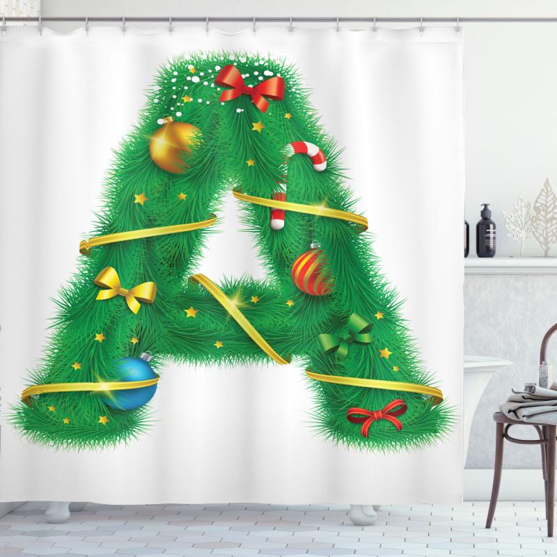 A Harfi Duş Perdesi Yılbaşı Süsleriyle Dolu Alfabetik Çam Ağacı